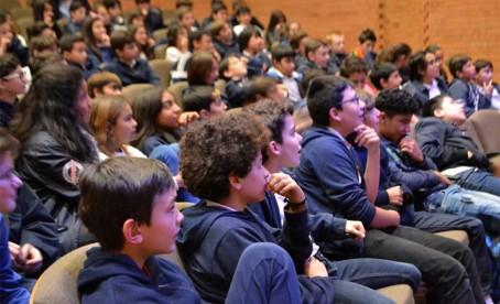 Compétition d'orthographe en public à Bogota