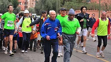 Alain Mimoun et Bakir Benaïssa avec les Usépiens.