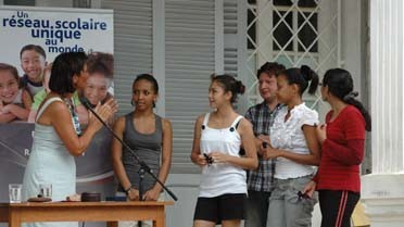 Lise Blanchet félicite les lauréates
